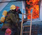В поселке Луначарский 4 часа горел дом