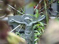 На Украине две мамаши бросили своих годовалых детей на кладбище