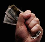 Служащий банка украл 13 миллионов долларов и потратил их на вино и проституток