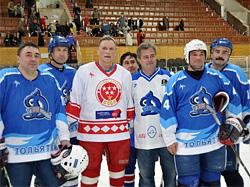 Владимир Лутченко и игроки Динамо