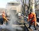 В Тольятти приступили к ремонту дорог, несмотря на глубокие лужи