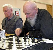 В Тольятти ветераны сели за шахматные доски