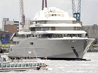 Новая яхта Романа Абрамовича получила лазерную защиту от папарацци