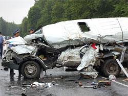 Калабрия - Шесть человек погибли при столкновении поезда с автофургоном
